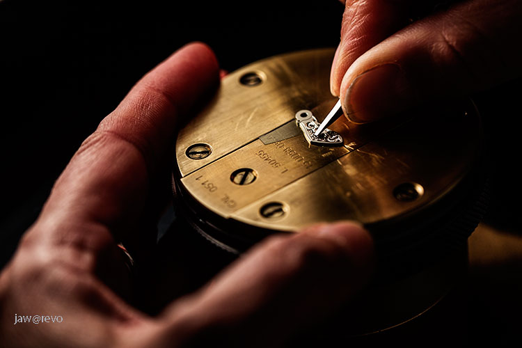 A Lange & Sohne engraver Simone Rauchfuss skilfully engraved the balance cock of a Lange timepiece.
