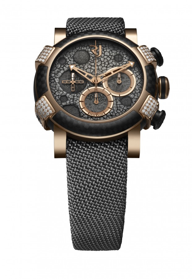 A display of high contrasts at the Moon Dust Red Mood Chronograph