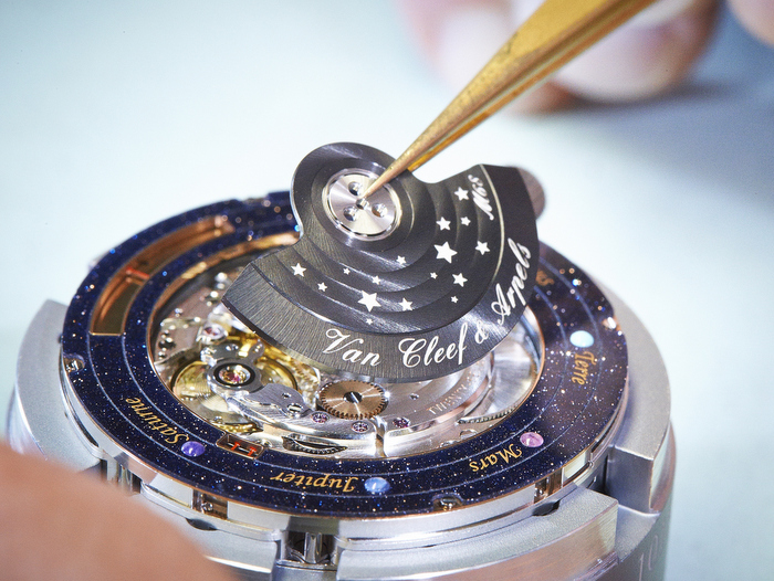planets rotating wrist watch - photo #21