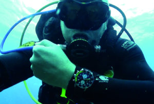 The bright yellow minute hand and the 15-minute indication on the bezel help maintain the level of readability necessary for a diver to keep track of his dive time