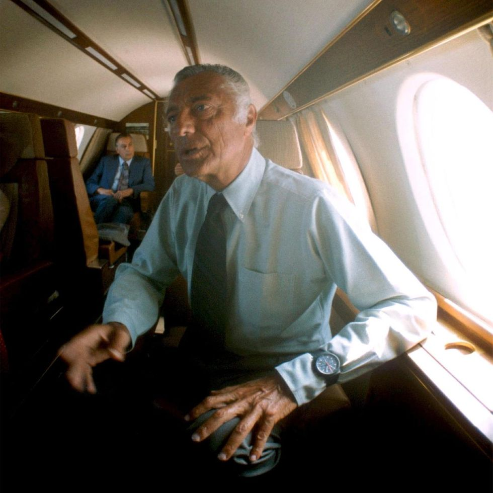 Gianni Agnelli, Wriswatch over his shirt cuff - Revolution