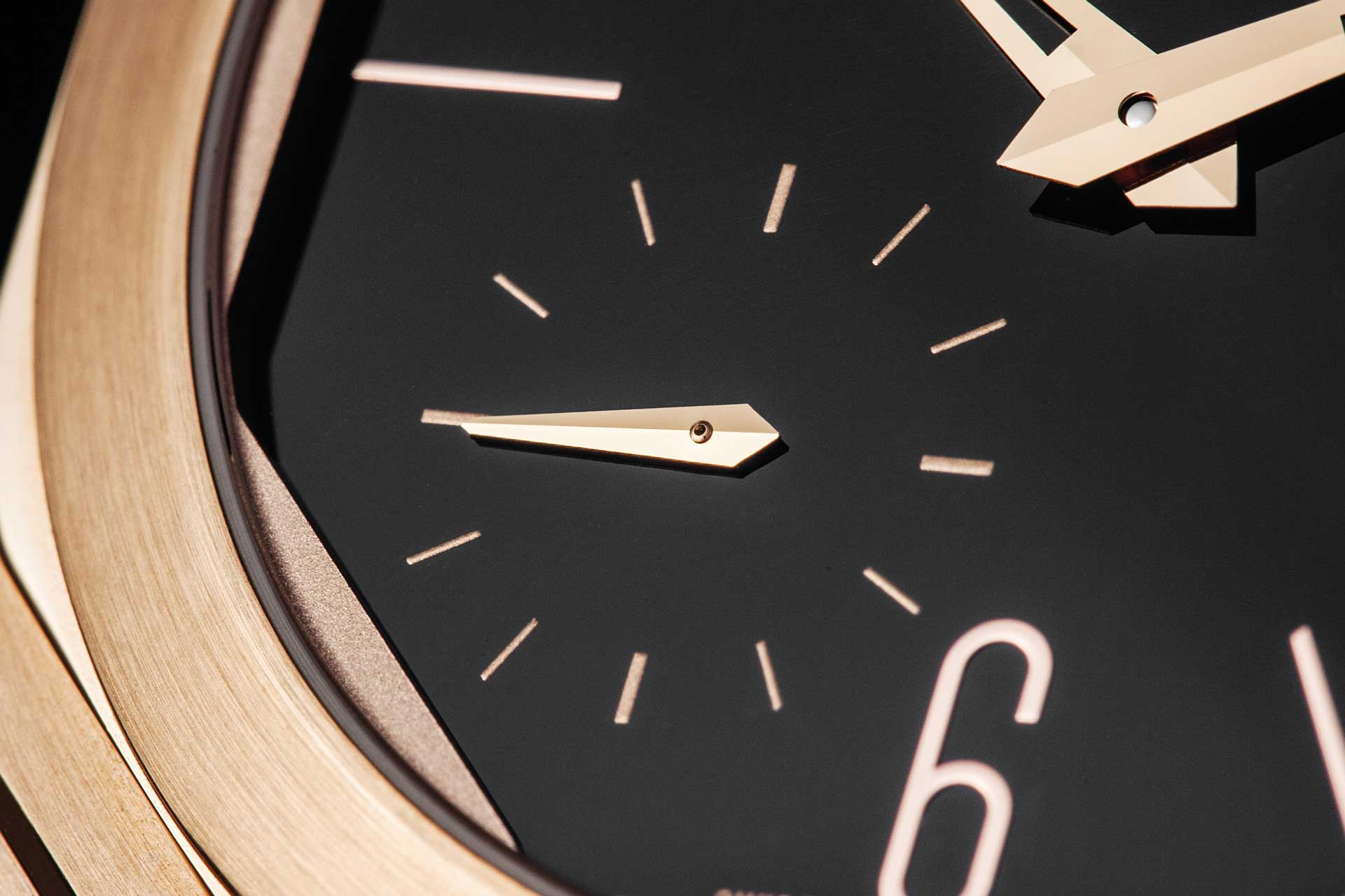 The small seconds counter is printed on the dial, because the height clearance needed for the seconds hand would not fit under the sapphire crystal otherwise (©Revolution)