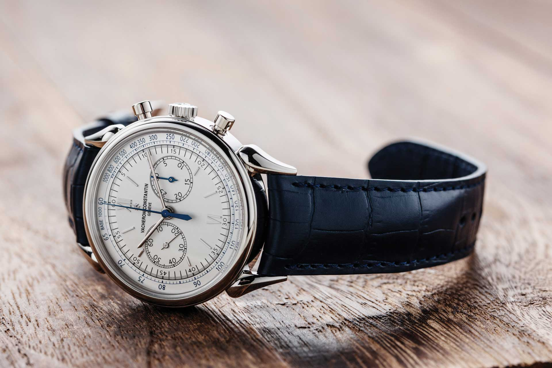 Vacheron Constantin Historiques Cornes de vache 1955 ref. 5000H/000P-B058 in platinum that was launched at Watches & Wonders 2015, in Hong Kong; the watch was powered by the calibre 1142 (©Revolution)