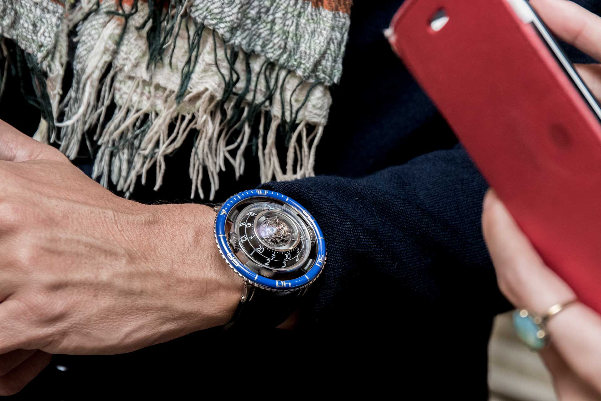 The HM7 Aquapod in titanium with a blue ceramic bezel (© Revolution)