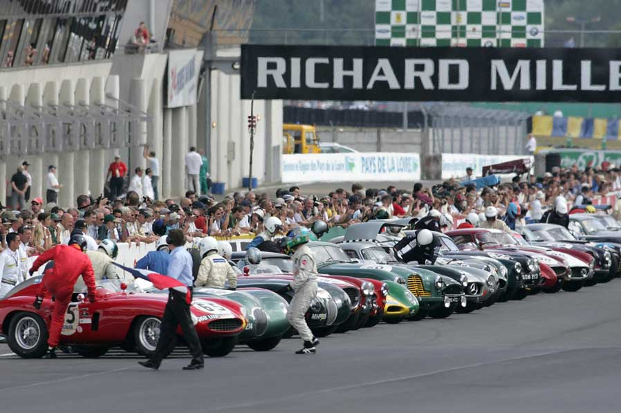 Flag off at the Le Mans Classic 2006 (Image: lemansclassic.com)