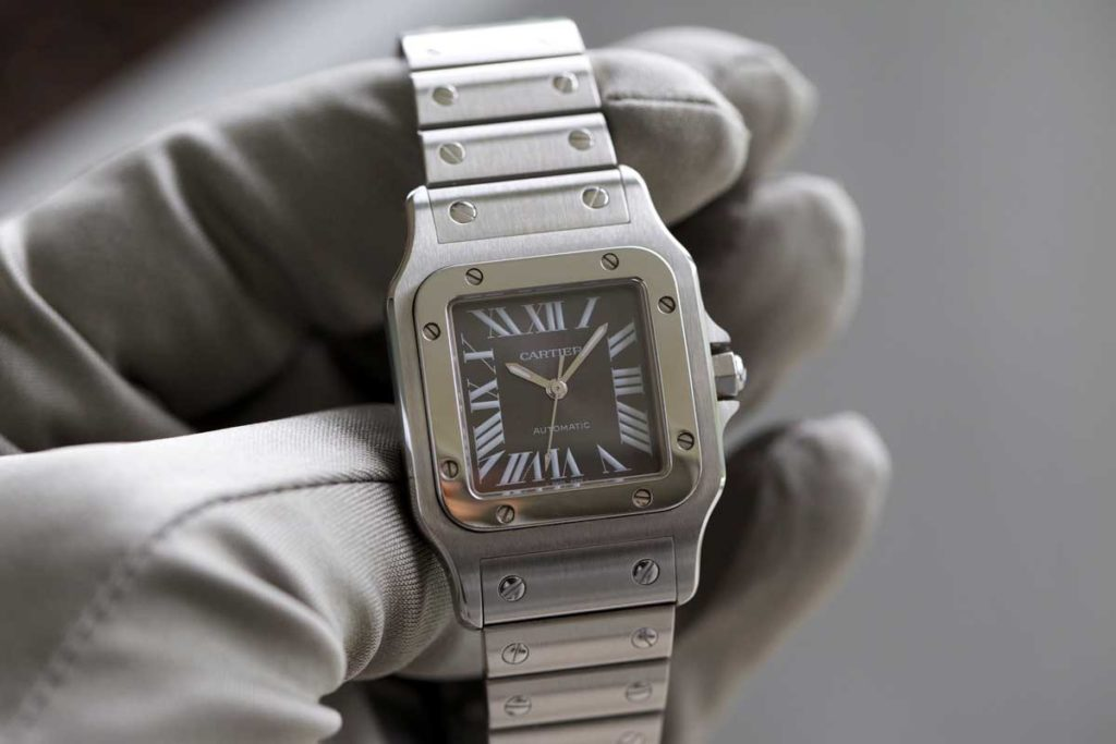 One of 2000 pieces of the limited edition Santos Galbée with the grey dial introduced in 2002 (© George Cramer)