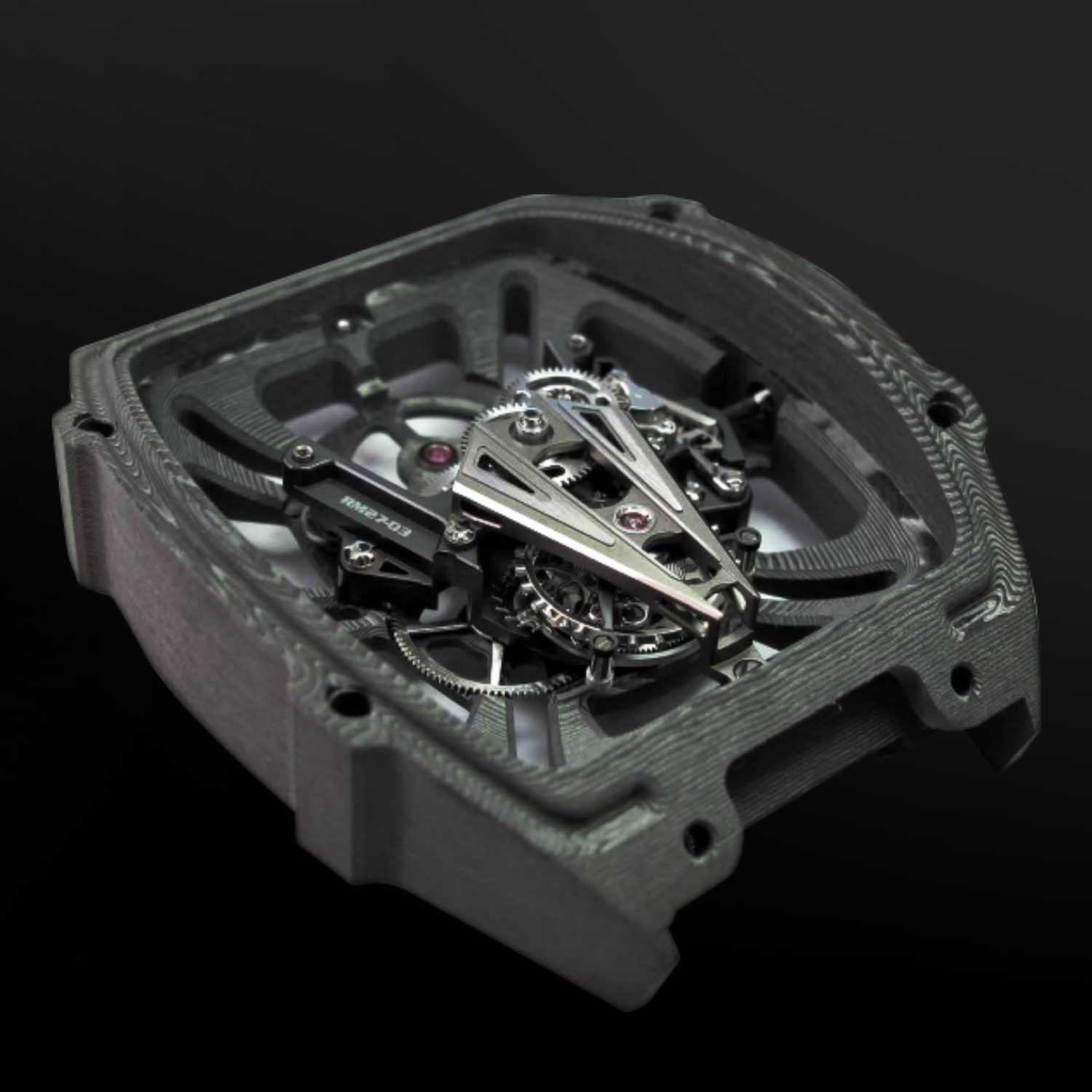 A unibody baseplate in Carbon TPT®, grade 5 titanium bridges and strategic reinforcements at the heart of the calibre all contribute to the rigidity of the RM 27-03, enabling it to withstand impacts of 1000 Gs shock