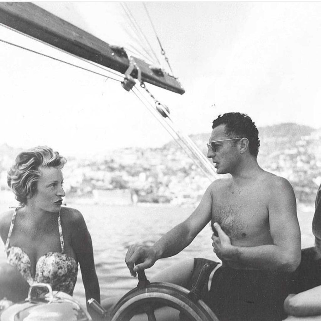 At the helm, the exemplary rake of the Riviera, Gianni Agnelli