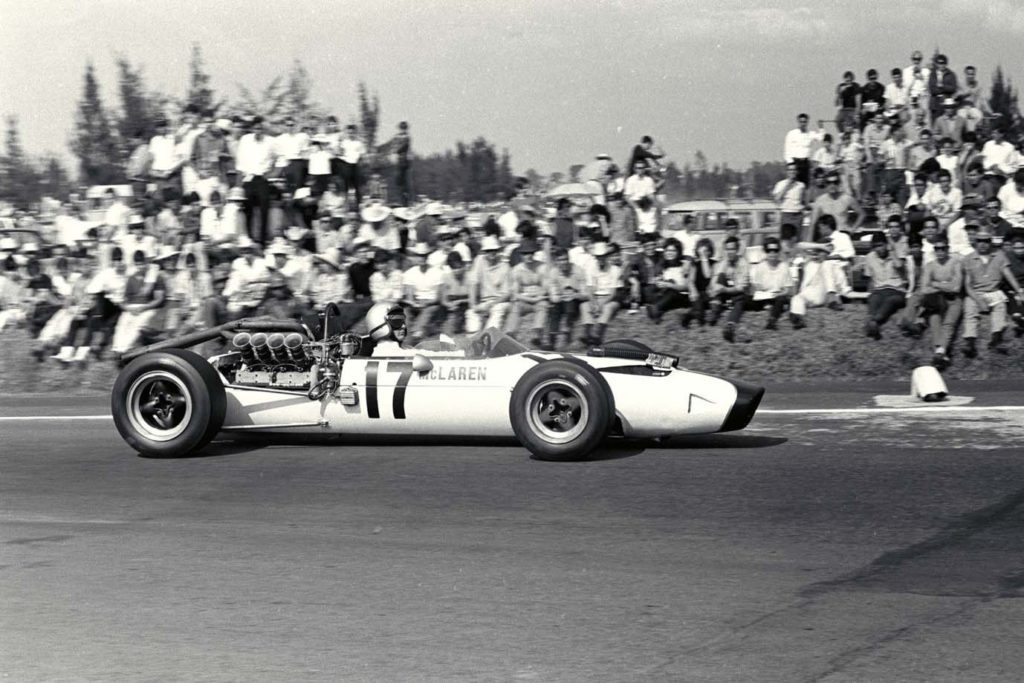 Mexican Grand Prix, 1966. Bruce McLaren in action in the McLaren M2B-Ford car.
