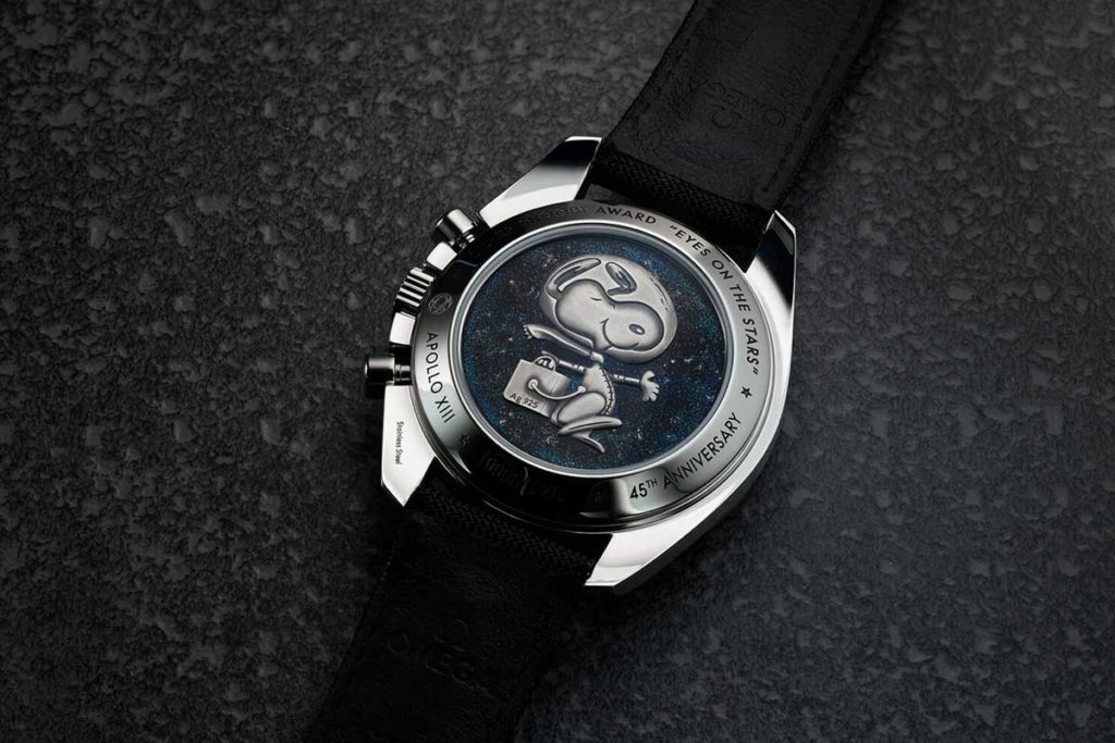 Caseback view of the Omega Speedmaster Silver Snoopy Tribute to Apollo 13 (© omegawatches.com)