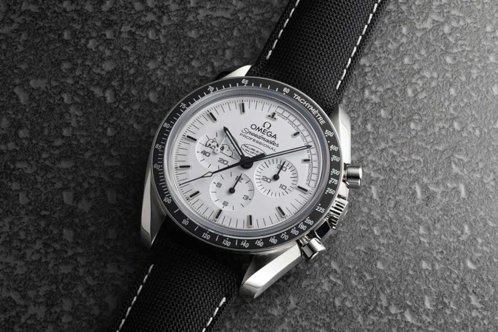 Omega Speedmaster Silver Snoopy Tribute to Apollo 13 (© omegawatches.com)