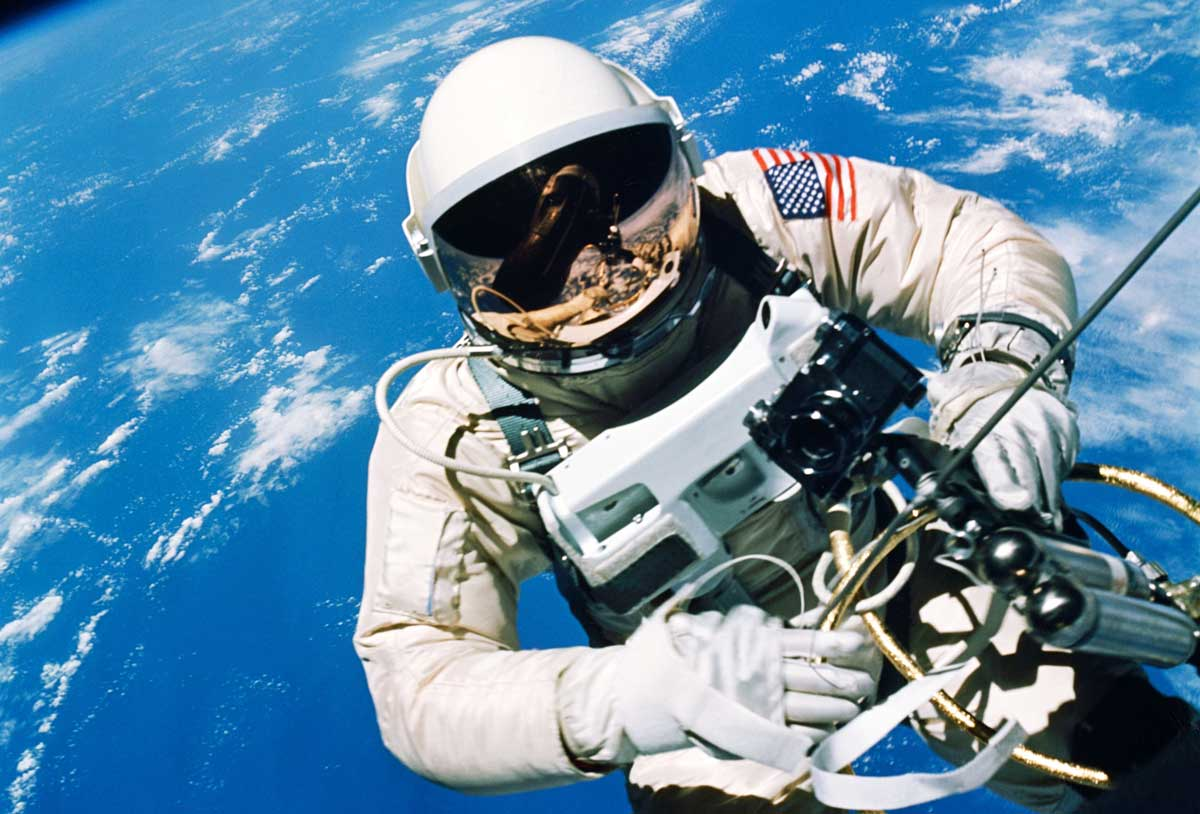 Astronaut Ed White floats in the microgravity of space outside the Gemini IV spacecraft; his ST 105.003 on a black velcro strap, clearly visible on his left wrist (Image: NASA.gov)