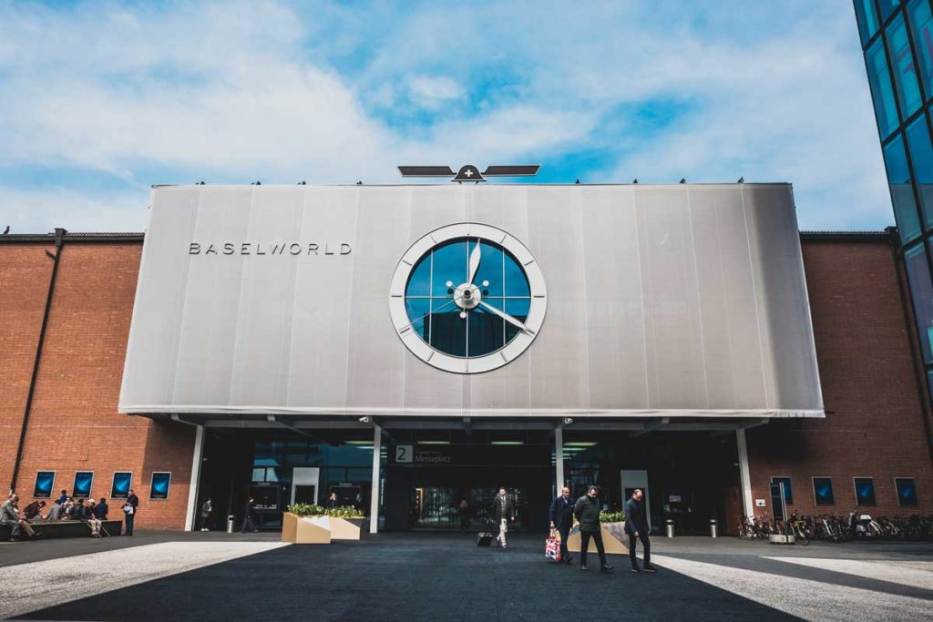 The entrance way of Hall 2.0 in the concluding days of Baselworld 2018 (© Revolution)