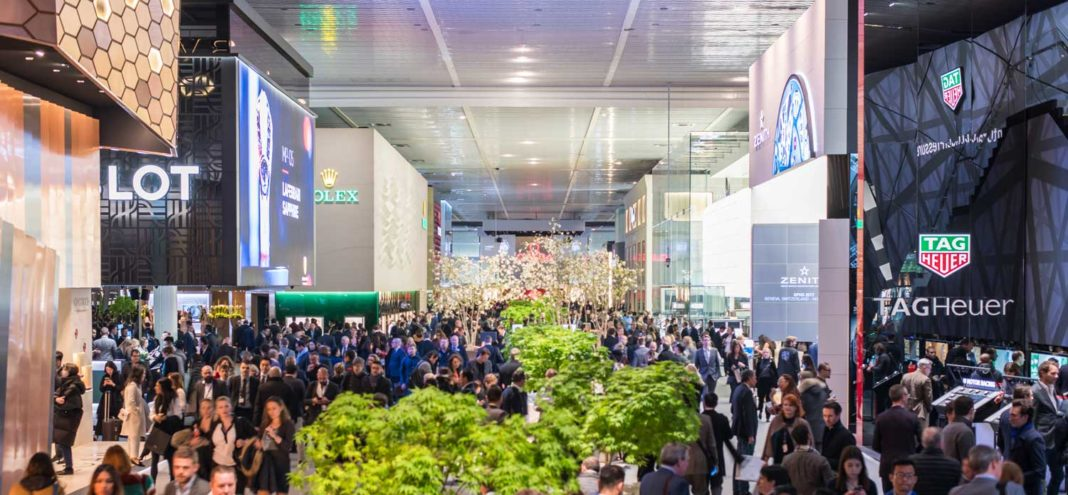 An extremely crowded entranceway into Baselworld's prime Hall 1.0