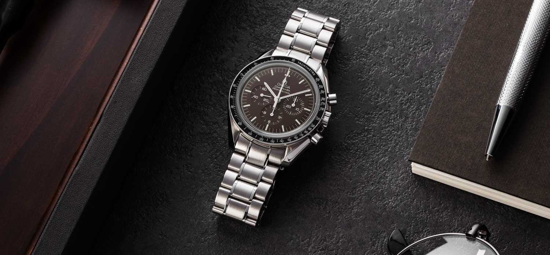 Speedmaster Professional Moonwatch Chocolate on a steel bracelet, ref. 311.30.42.30.13.001 (© Revolution)