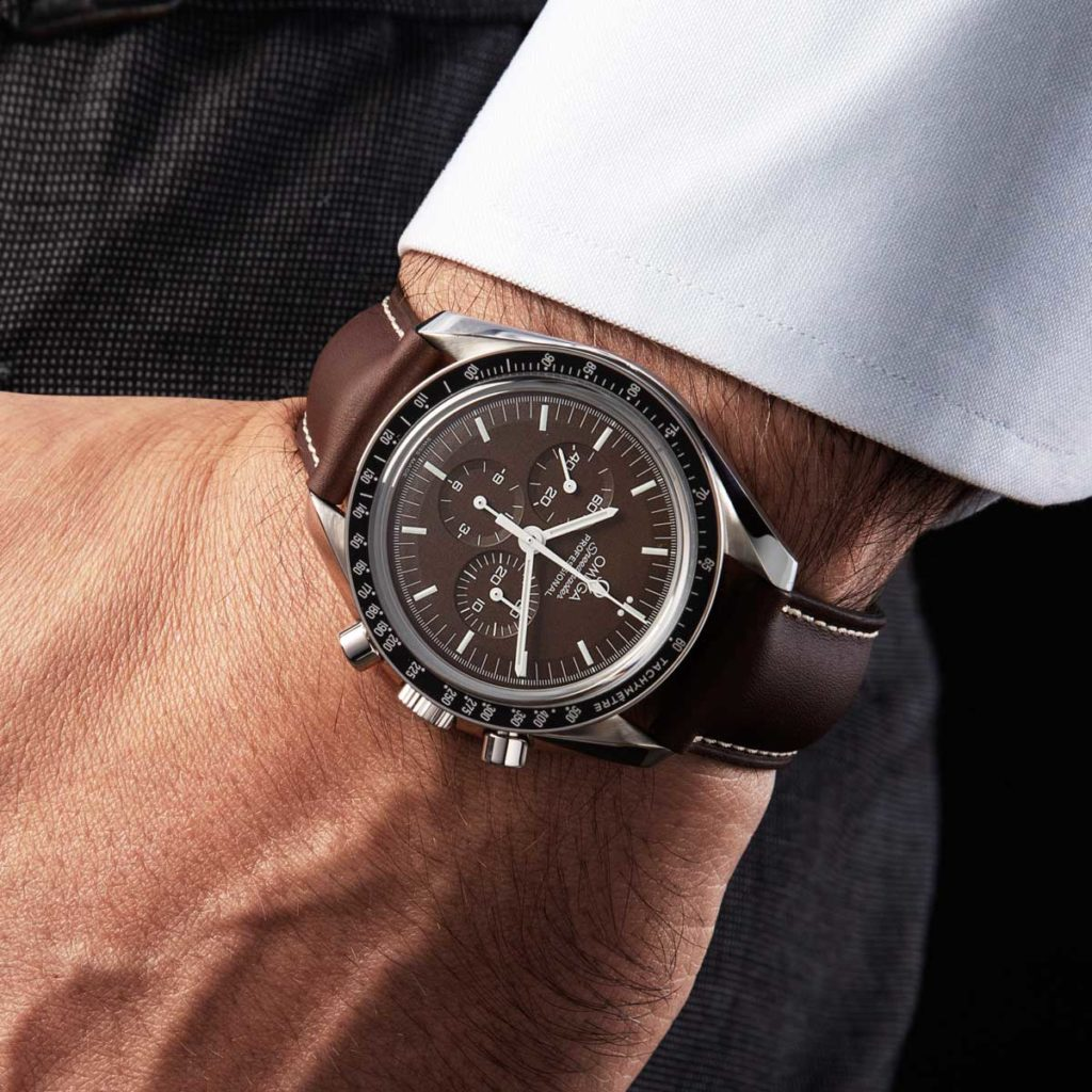 Speedmaster Professional Moonwatch Chocolate on a steel bracelet, ref. 311.30.42.30.13.001 (© Revolution)