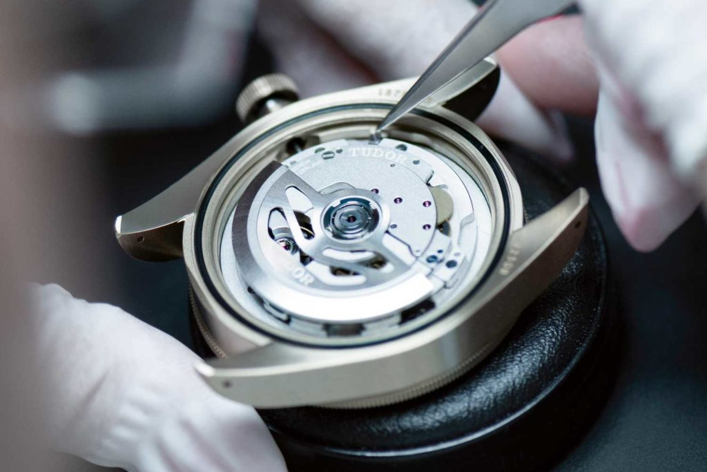 Checking the freedom of the rotor of a manufacture Calibre MT5402
