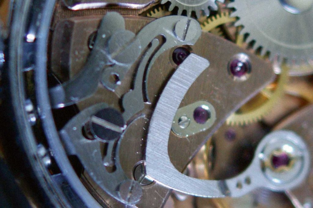 Close-up of the Avia's adjustment mechanism; pressing either pusher engages a sharp point with the fine-tooth rack, shifting its position slightly