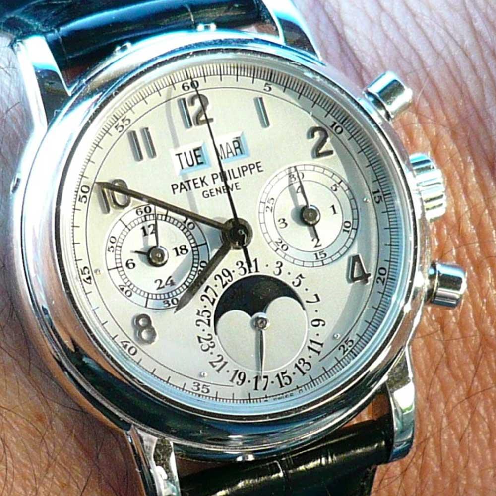 Patek Philippe Ref. 3970 Platinum (Image: www.watchprosite.com)