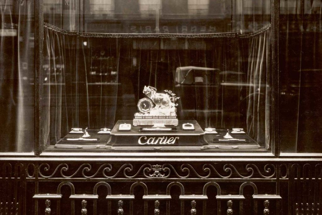 A 13 rue de la Paix window featuring a Chimera mystery Clock in 1927. Cartier Archives © Cartier