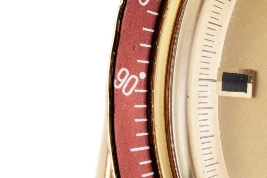 "The ""DON"" or Dot over Ninety configuration on the burgundy bezel insert of the BA 145.022 (© Revolution)"