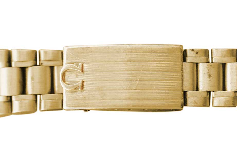 The 1969 BA 145.022's deployant clasp characterised by stripes running along its length