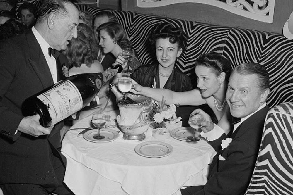 John Perona (right), owner of El Morocco, celebrating New Year's Eve with guests in 1951 (image: Bettmann/CORBIS)