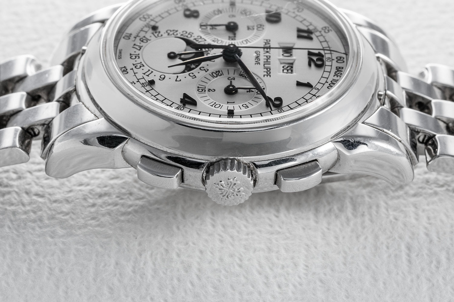 Chronograph pushers on the sides of Eric Clapton's Custom, Breguet-Numeral Patek Philippe Ref. 5970G (Image © Revolution)