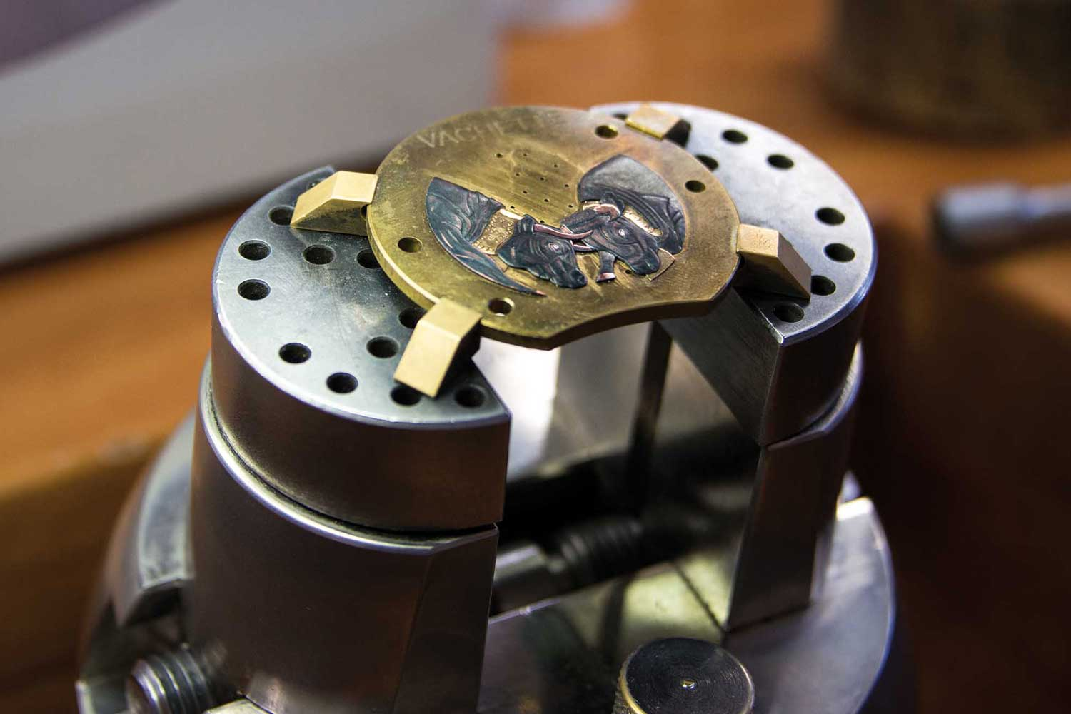 The making of the Blancpain Métiers d'Art Shakudo 'Battle of the QueenCows'