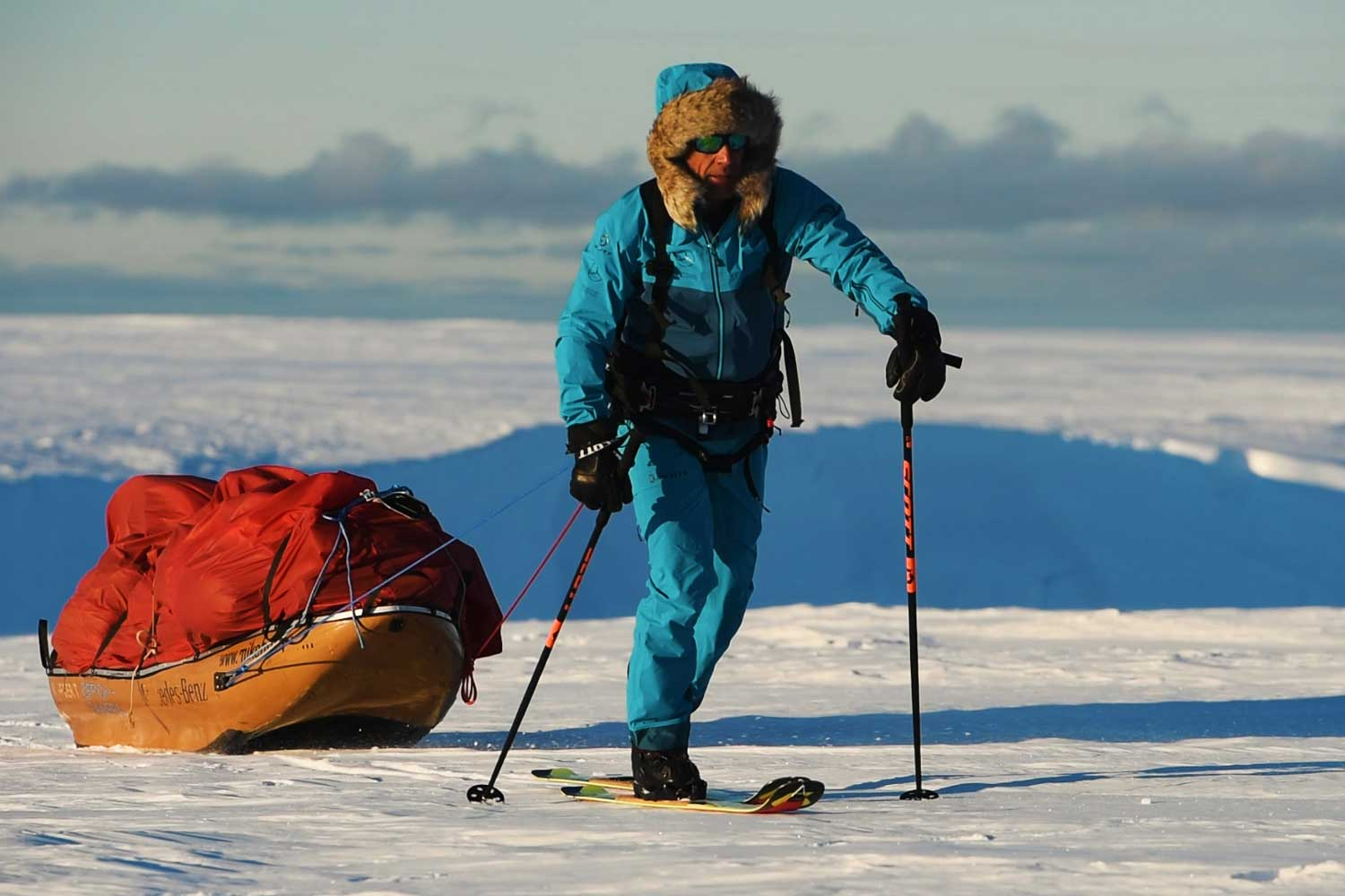 Mike Horn crossed the South Pole under his own power, with the aid of skis, paraglides and kite-surfs