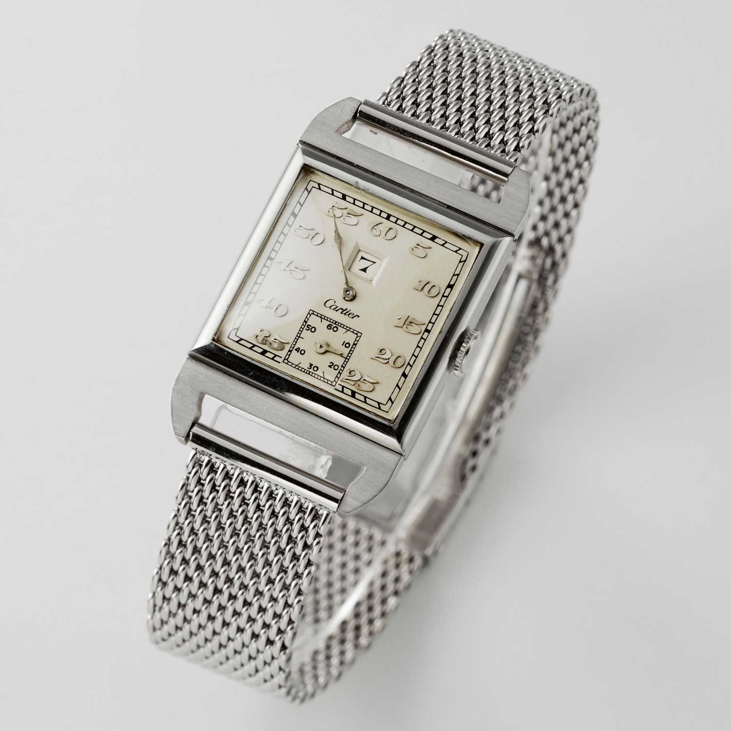 Jump hour display watch with an Audemars Piguet movement from 1929 (Image © Revolution)