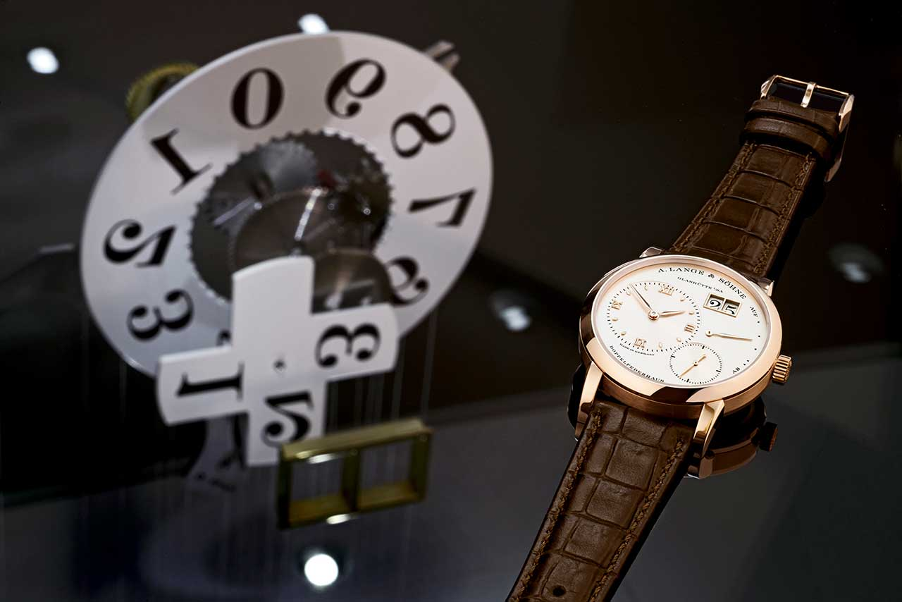 Lange 1 with model of outsize date mechanism