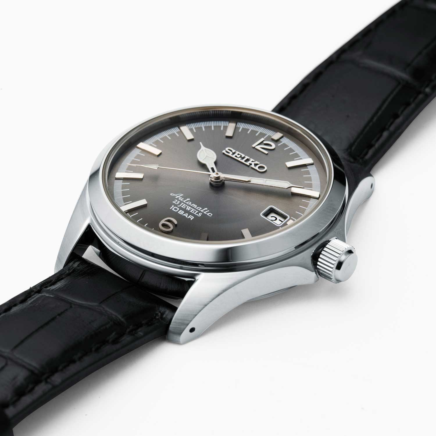 The Seiko x TiCTAC special edition New Classics is developed for the retailer's 35th anniversary. It's only available in Japan both online and offline