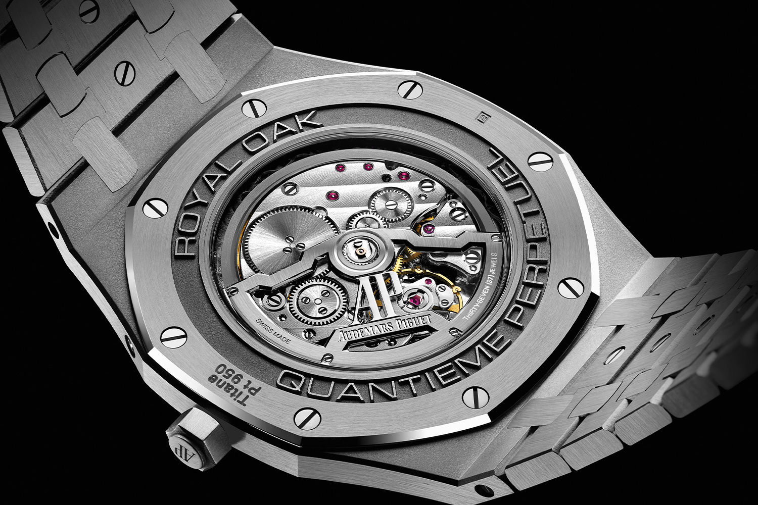The new Calibre 5133 has a total thickness of 2.89mm