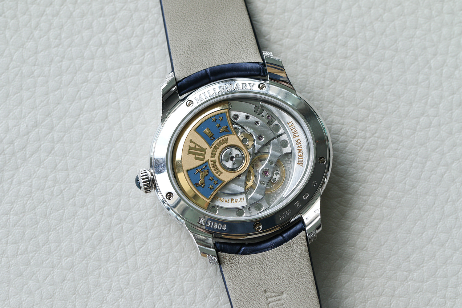 The calibre 3140 through the transparent caseback (Photographed by Kevin Cureau)