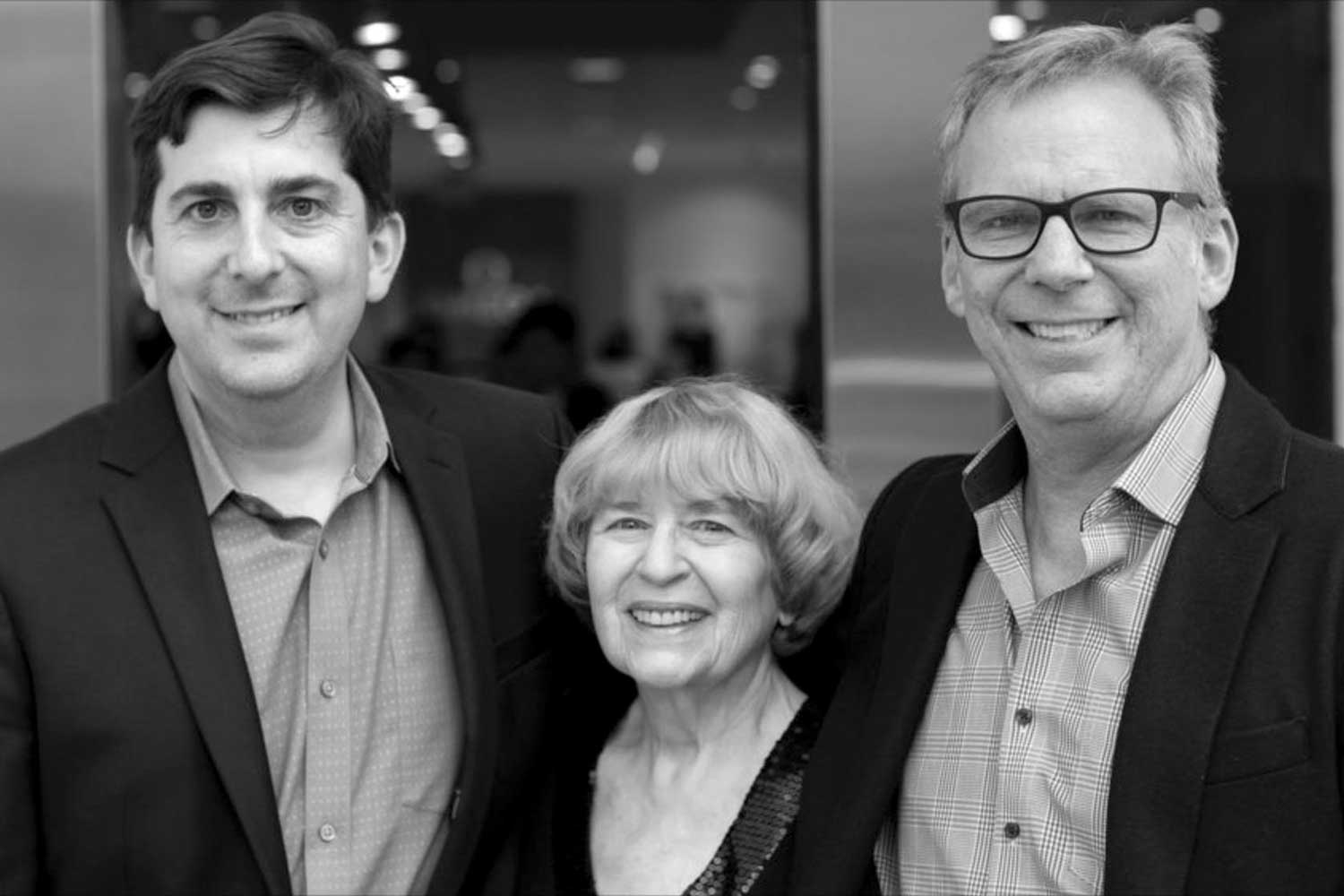 Rob Kaplan (l.) and Russ Kaplan (r.), with their mom in the middle
