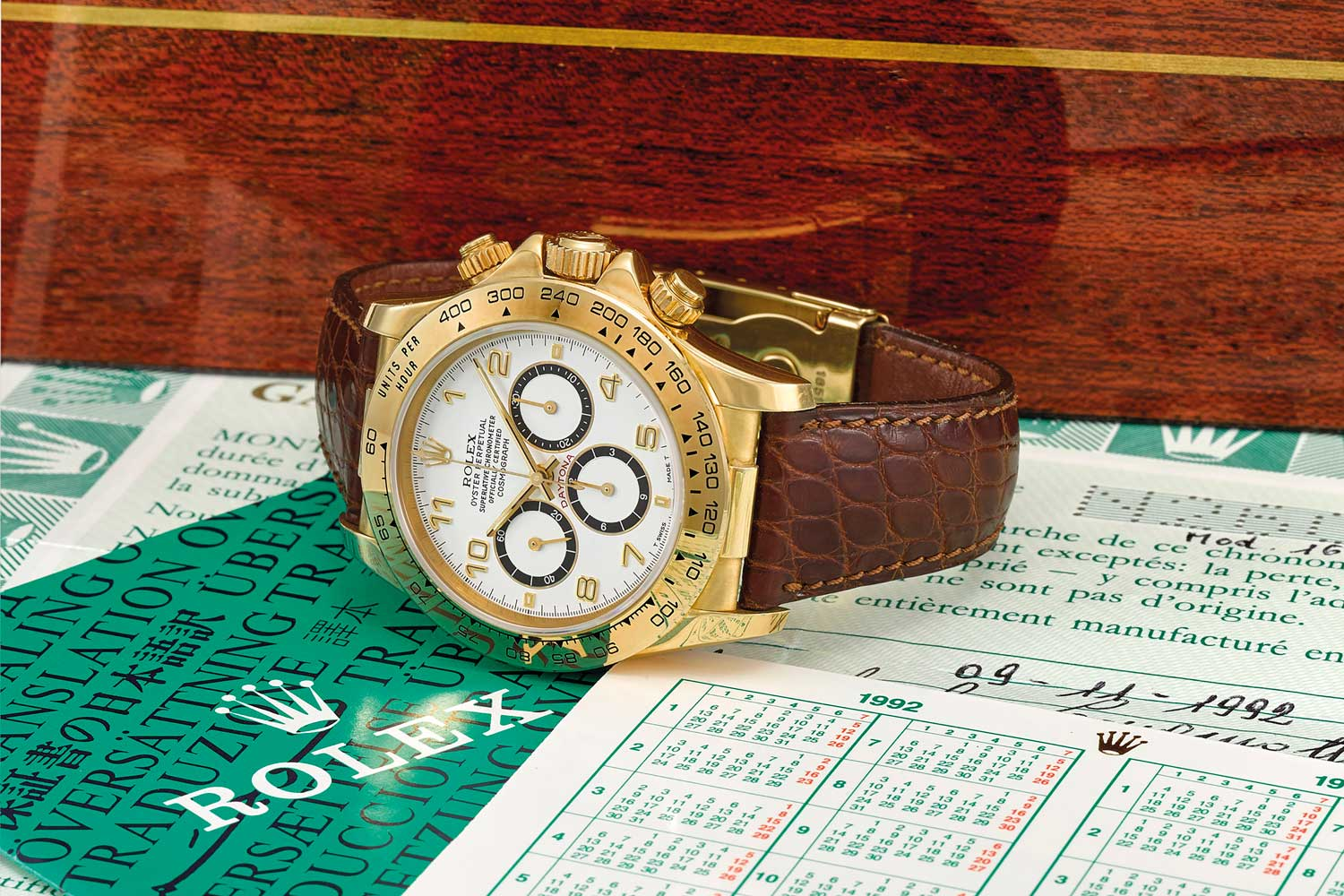 Lot 95: Rolex, a fine 18k gold automatic chronograph wristwatch with original guarantee and box
