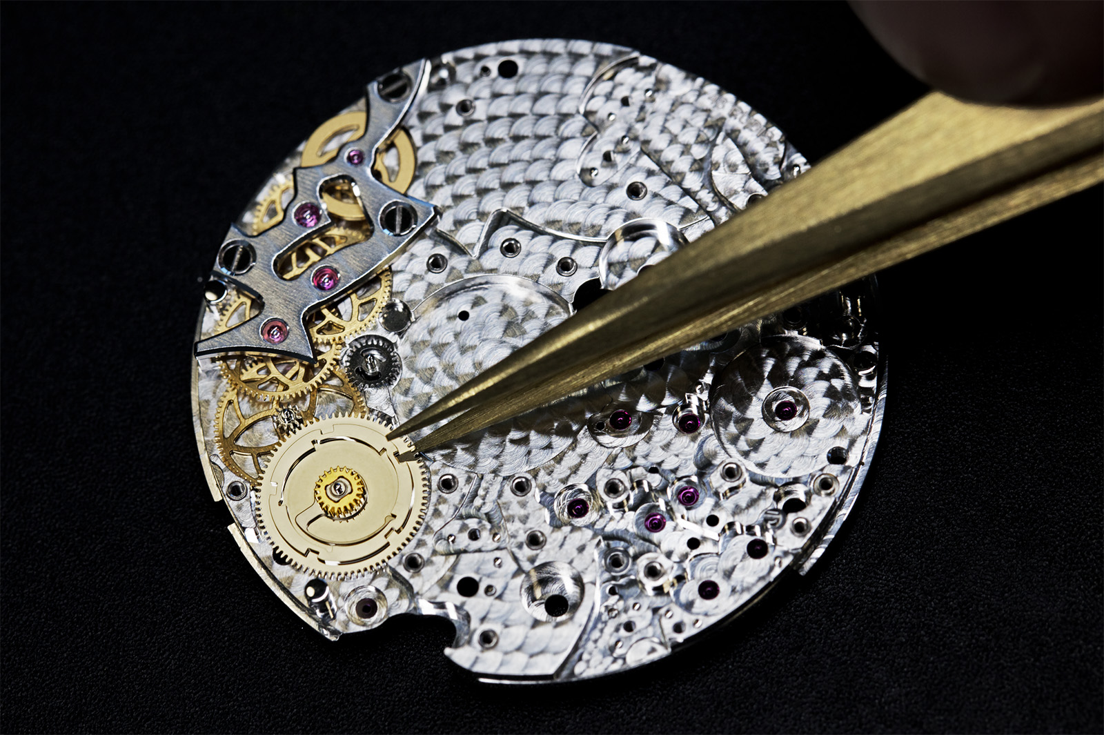 The gear train for the on-demand operation of the Pont des Amoureux 2019 features a column-wheel like all-or-nothing wheel and a lever and spring (not pictured) which controls the motion of the two hands. The regulator wheel is shown at the top of the gear train in gold. Image by Johann Sauty.