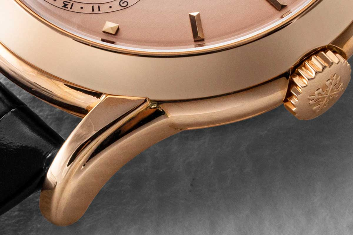 Stepped lugs on the Patek Philippe Ref. 2497 in Rose Gold (Image © Revolution)