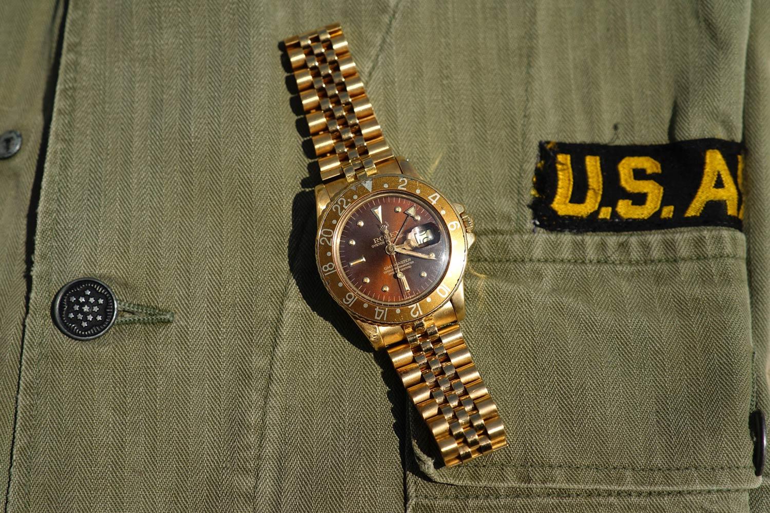 Gold GMT-Master, ref. 1675 with gold Jubilee bracelet, 1985. Vintage U.S. military shirt