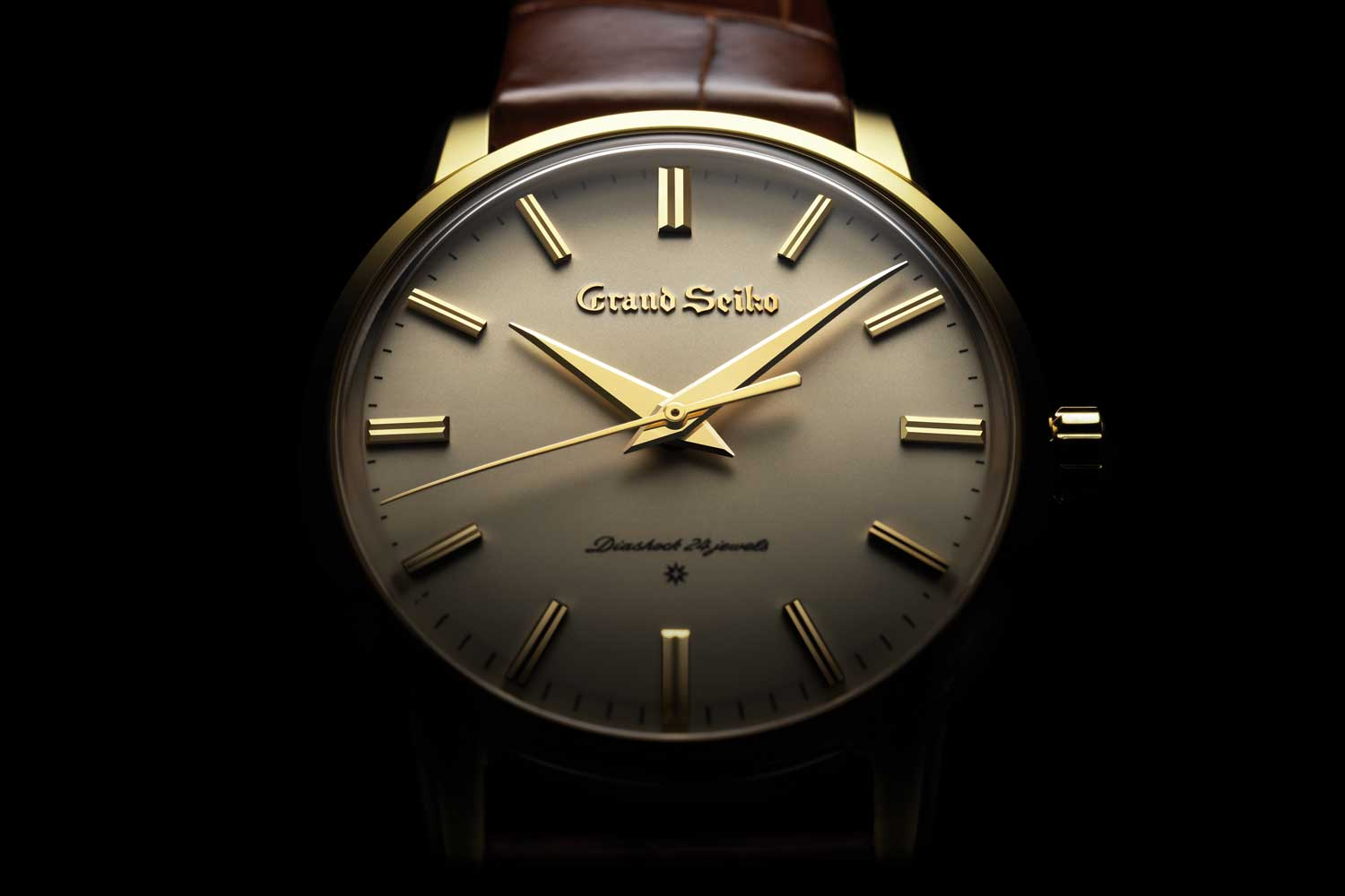 All Surfaces and angles from the case, dial, hands and indices had to be flat and geometrically perfect to best reflect light.