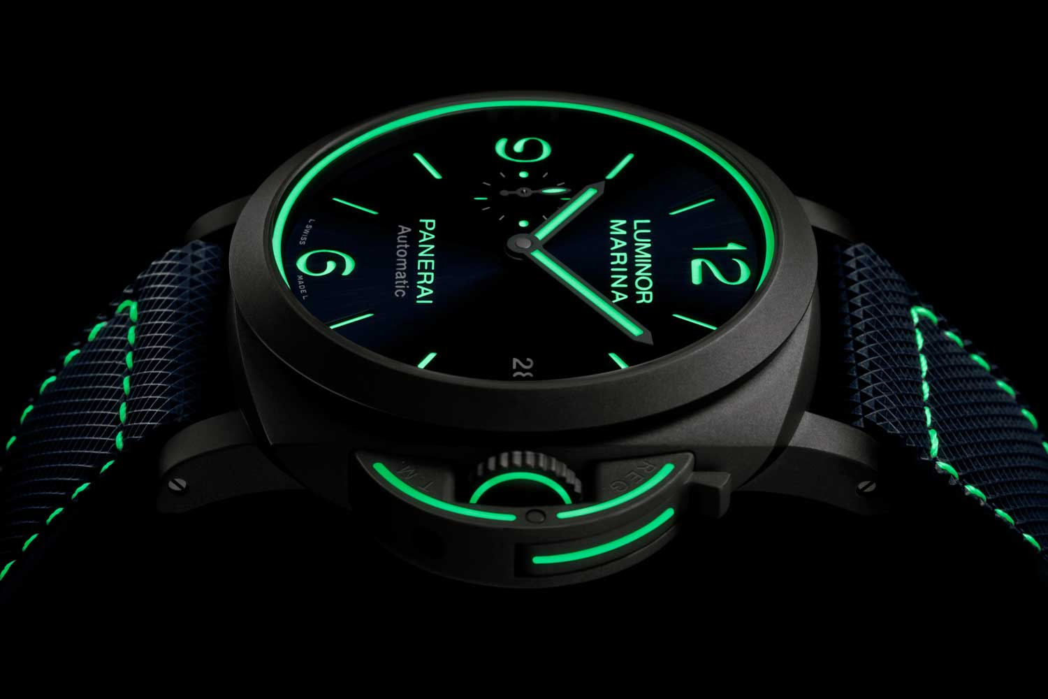 A new and generous application of Super-LumiNova makes the PAM01117, PAM01118 and PAM01119 feel like a 21st century neo-futuristic product.