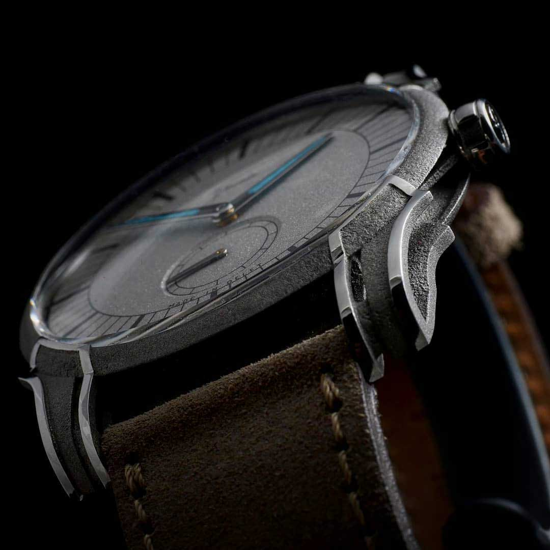 Lugs on the Holthinrichs Watches RAW Ornament - Rhodium plated dial