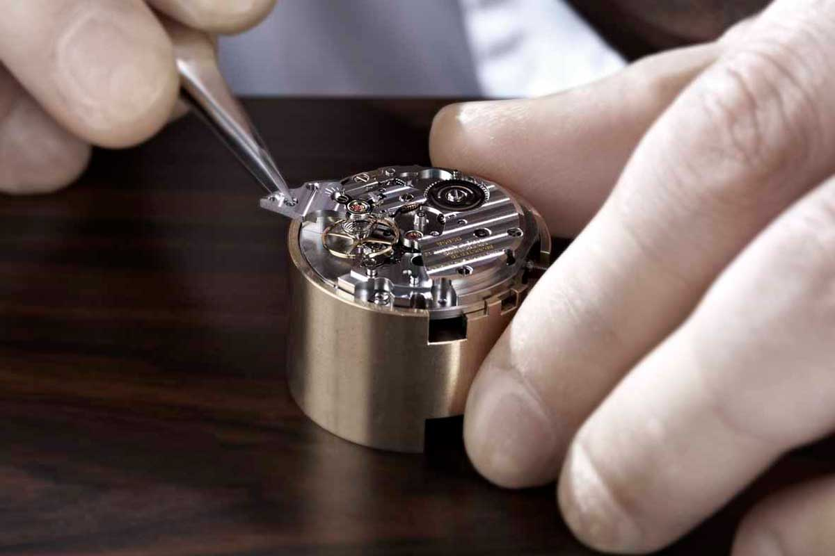 At the Shizukuishi Watch Studio, every watchmaker is trained to master all the processes in assembly, from hairspring adjustments to finishing. - www.revolution.watch