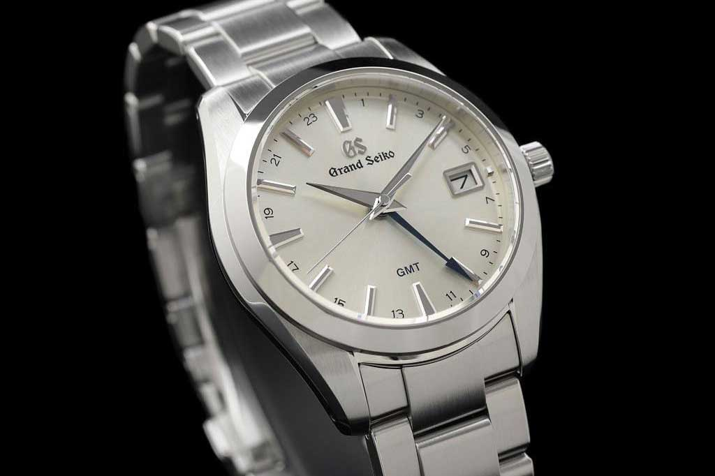 The Grand Seiko Heritage Quartz GMT SBGN011, featuring a 9F86 caliber.