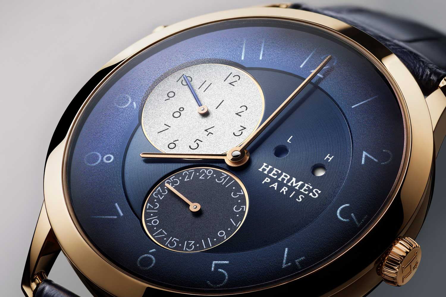 The Slim d'Hermès GMT features a special module designed by Agenhor for the brand's H1950 caliber.