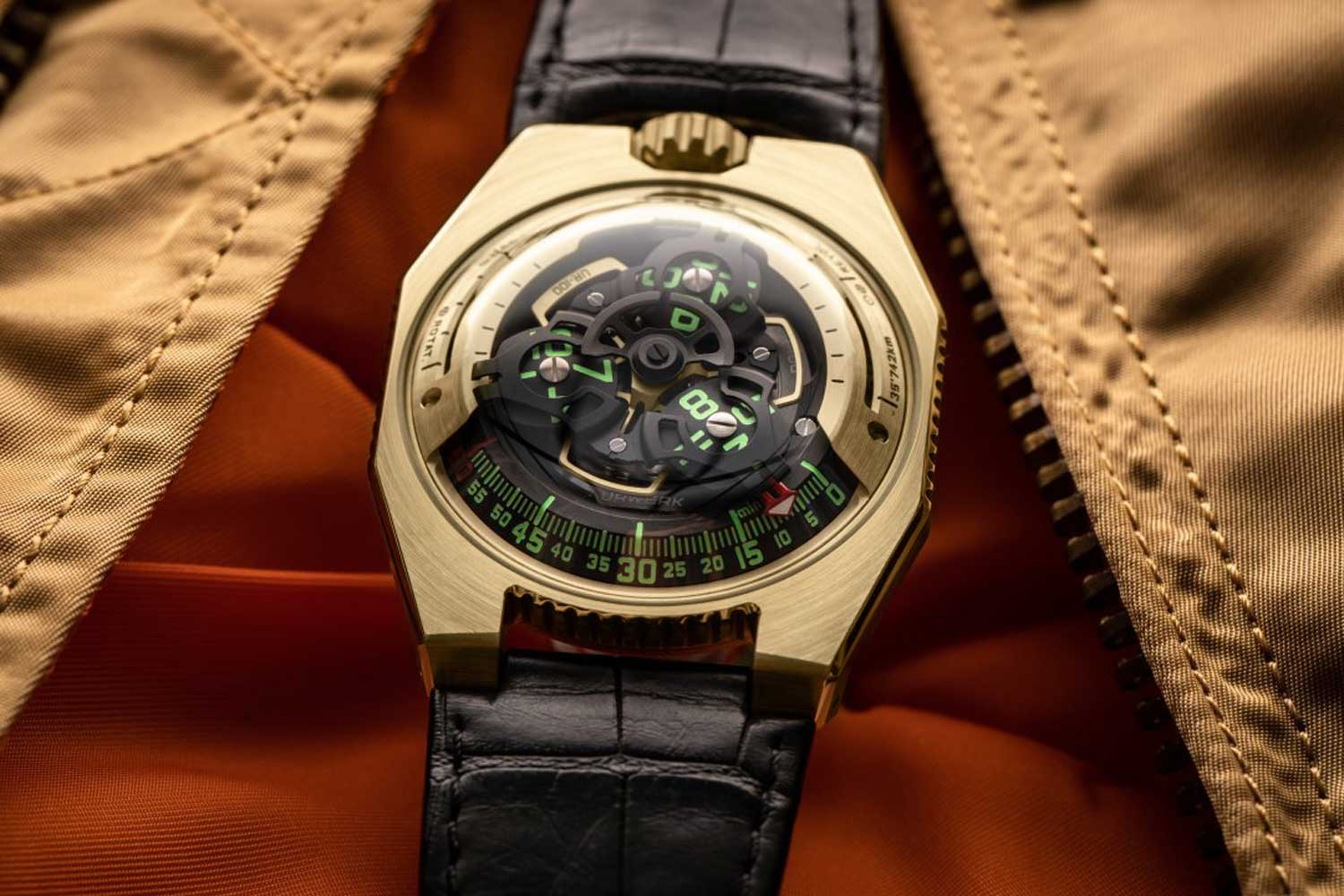 The URWERK UR-100 Gold is the latest edition of this series, in 18K 2N gold