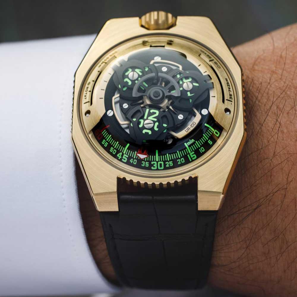 The URWERK UR-100 Gold on the wrist.