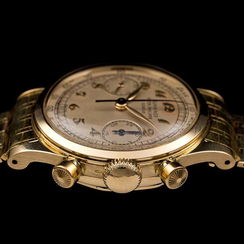 Case side of the Patek Philippe Chronograph ref. 1463 with Breguet numerals in yellow gold (Image: Onlyvintage)