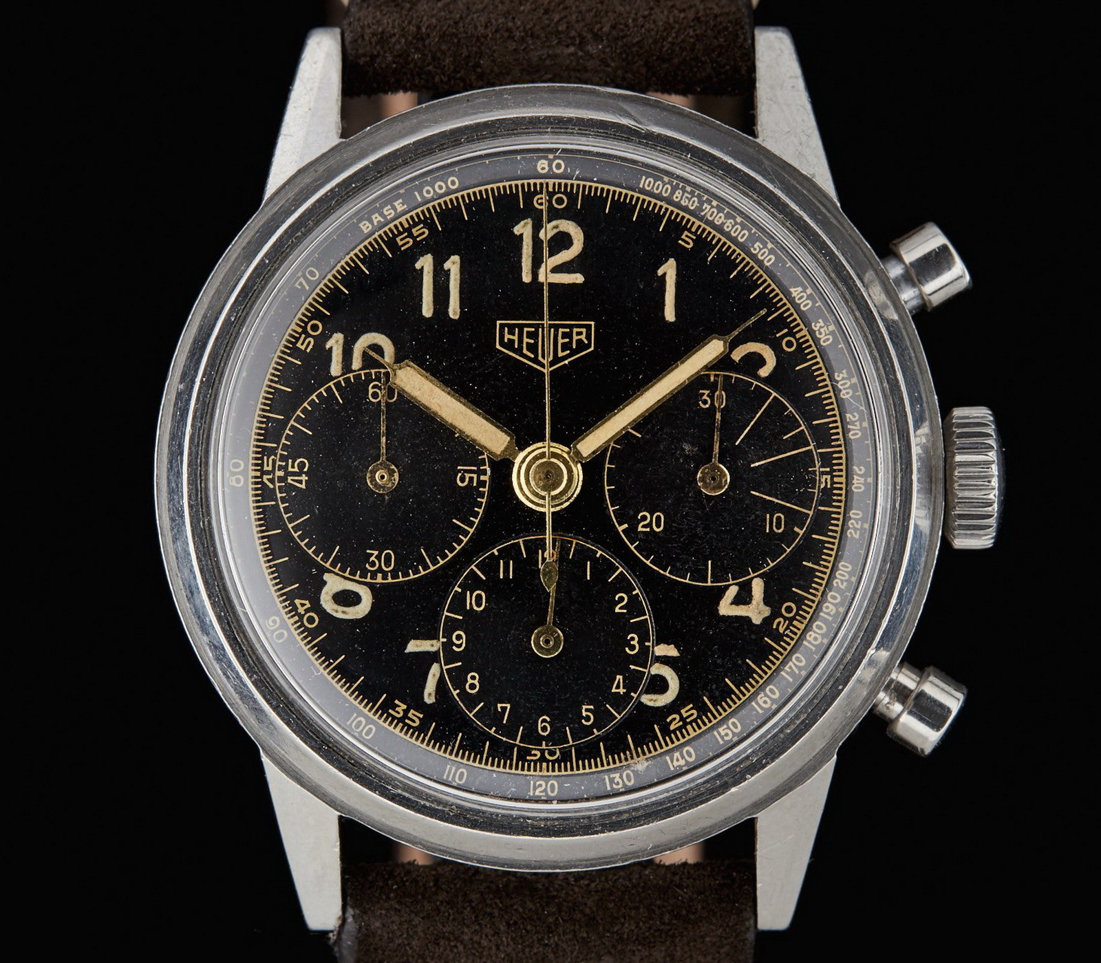 Three register chronograph, Reference 2447, from the 1940s / 1950s, with black gilt dial (Image: onthedash.com)
